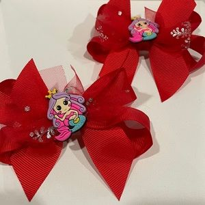 Girls hair bows red color with mermaid carácter